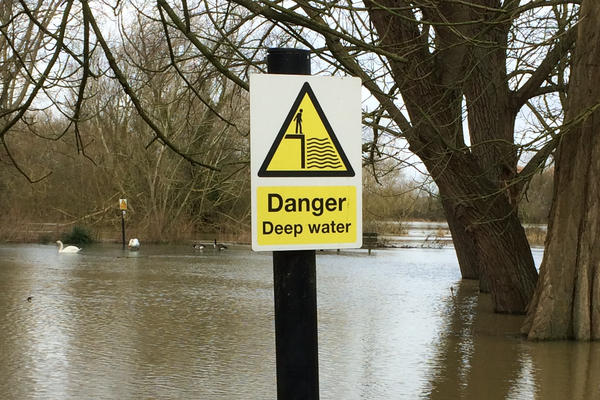 Photo of sign warning of flooding in the University Parks